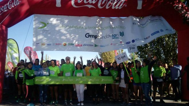 Cientos de participantes, en la salida de la Carrera Solidaria Down...
