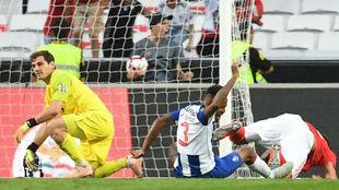 Casillas se lamenta después del gol de Seferovic.