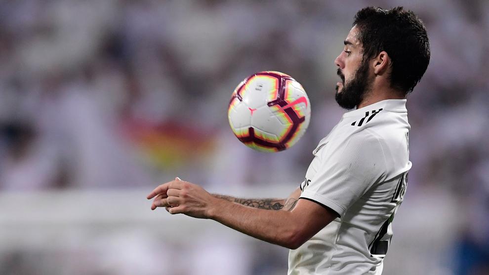 Isco controla una pelota ante el Espanyol.