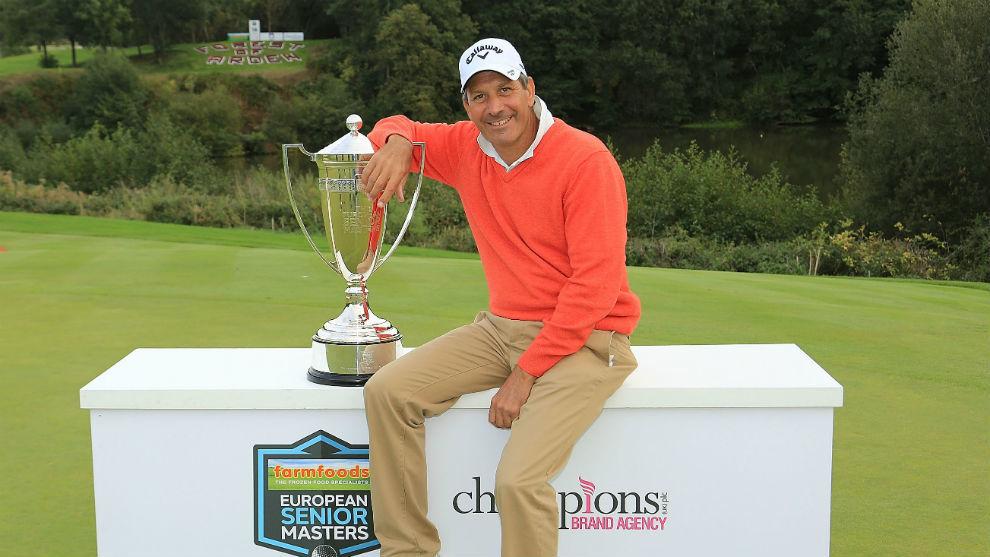 Santi Luna, con el trofeo de ganador.