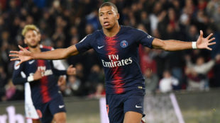 Mbappé celebra uno de sus cuatro tantos al Lyon