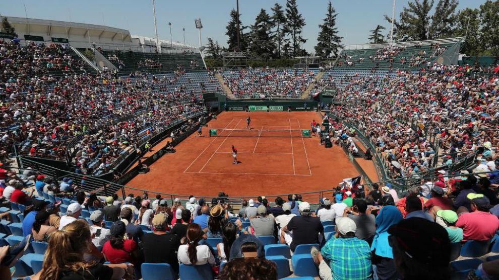 Vista panorámica de un partido de tenis