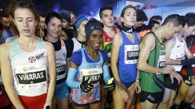 Varias atletas, en la salida de la carrera internacional