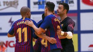 Los jugadores del Barça Lassa celebran un gol frente al Kremlin...