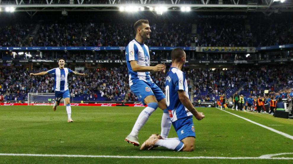 Darder, junto a Leo Baptistao, celebrando el gol del mallorquín...