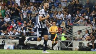 Nico Sánchez celebra luego de una anotación en el Gigante de Acero.