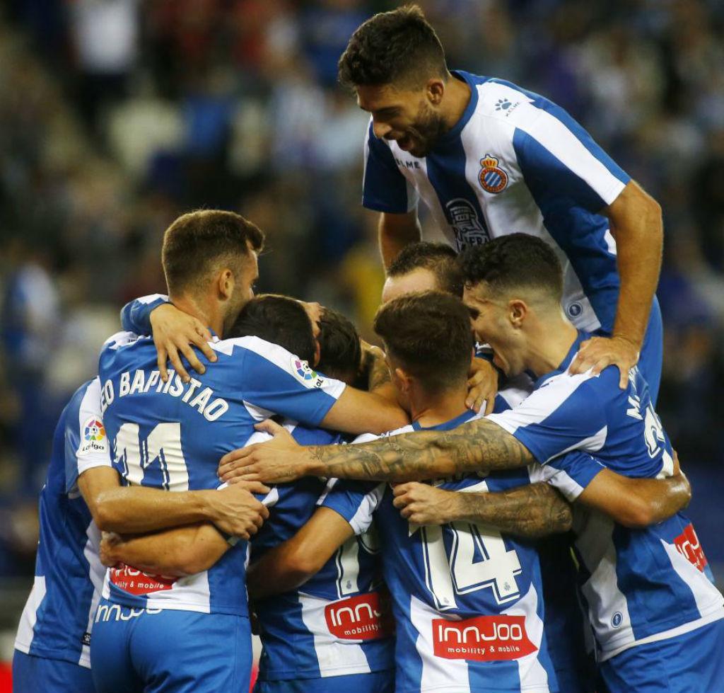 Los jugadores del Espanyol celebran un gol contra el Villarreal
