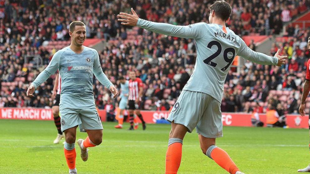 Morata y Hazard celebrando un gol del Chelsea.
