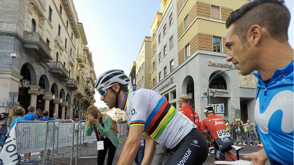 Alejandro Valverde, en Saronno, antes de la salida de Tre Valli...
