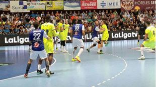 Un momento del partido entre el Benidorm y el Barcelona