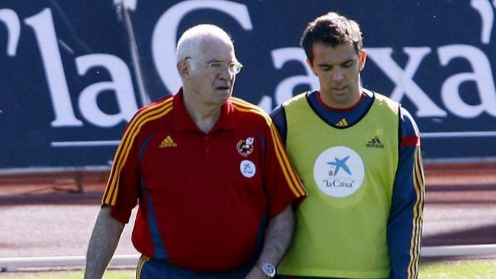Carlos Marchena junto a Luis Arangonés en un entrenamiento en Las...