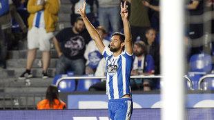 Pablo Marí celebrando un gol durante esta temporada.