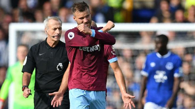 Yarmolenko celebra uno de los goles anotados ante el Everton