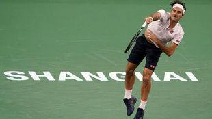 Federer, en el momento de realizar el saque