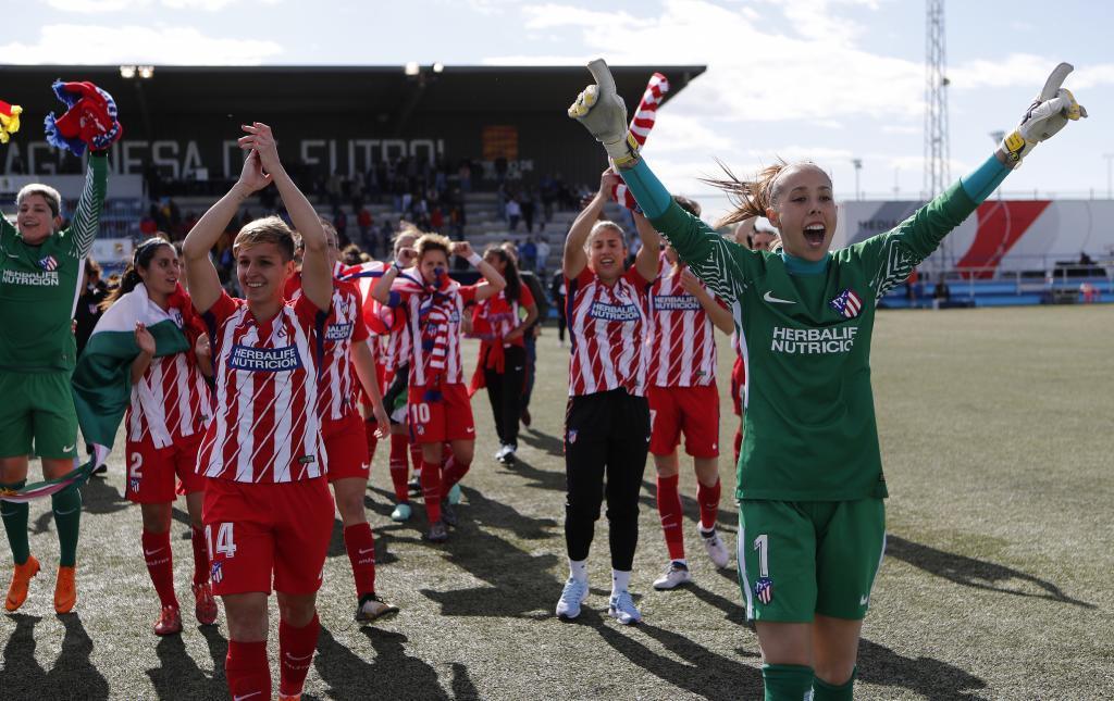Las jugadoras del Atlético de Madrid celebran la conquista de la...