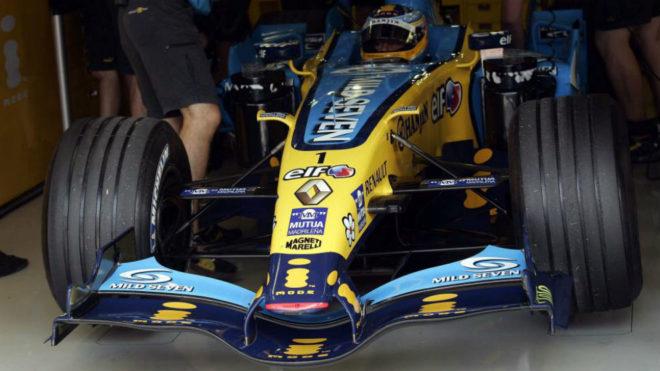 Fernando Alonso, con el R26 en el GP de Italia de 2006.