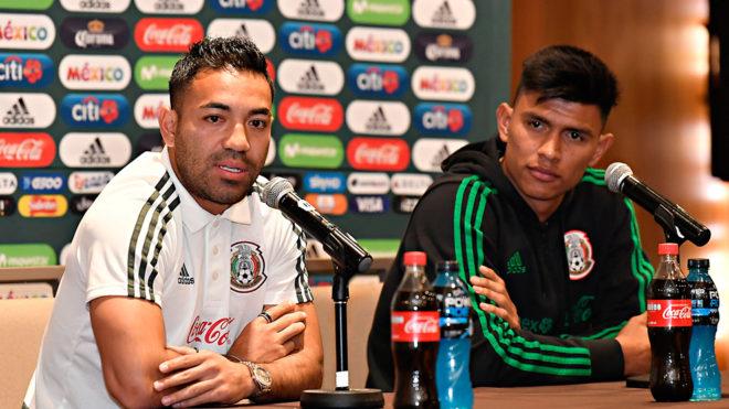 Marco Fabián y Jesús Gallardo en conferencia de prensa.