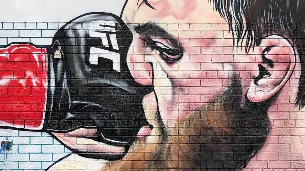 El artista Lushsux ha convertido en un mural callejero, una auténtica...