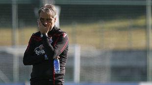 Natxo González dirigiendo un entrenamiento del Deportivo de La...