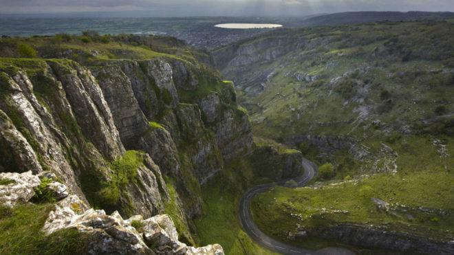 Resultado de imagen de Cheddar Gorge es el mas grande cañon británico que se encuentra dentro de las Cavernas Cheddar