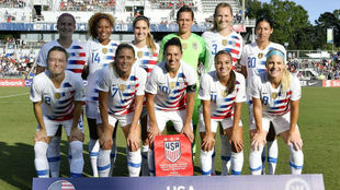 Once inicial de la selección de Estados Unidos durante un partido de...