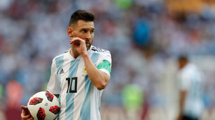 La gente espera por Messi.