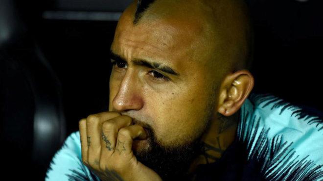 Arturo Vidal, en el banquillo del Camp Nou.