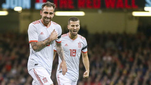 Alcácer celebra su primer gol a Gales.