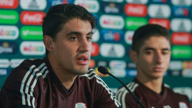 Van Rakin y Brizuela durante una conferencia de prensa.
