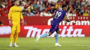 Boufal, tras marcar un tanto en el encuentro ante el Sevilla.