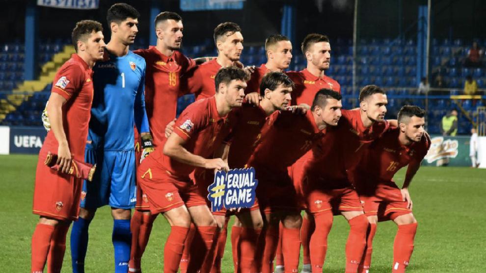 Once inicial de Montenegro con Vukcevic que sostiene el lema...
