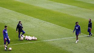 Kalinic y Gelson Martins en el entrenamiento del Atlético de Madrid.