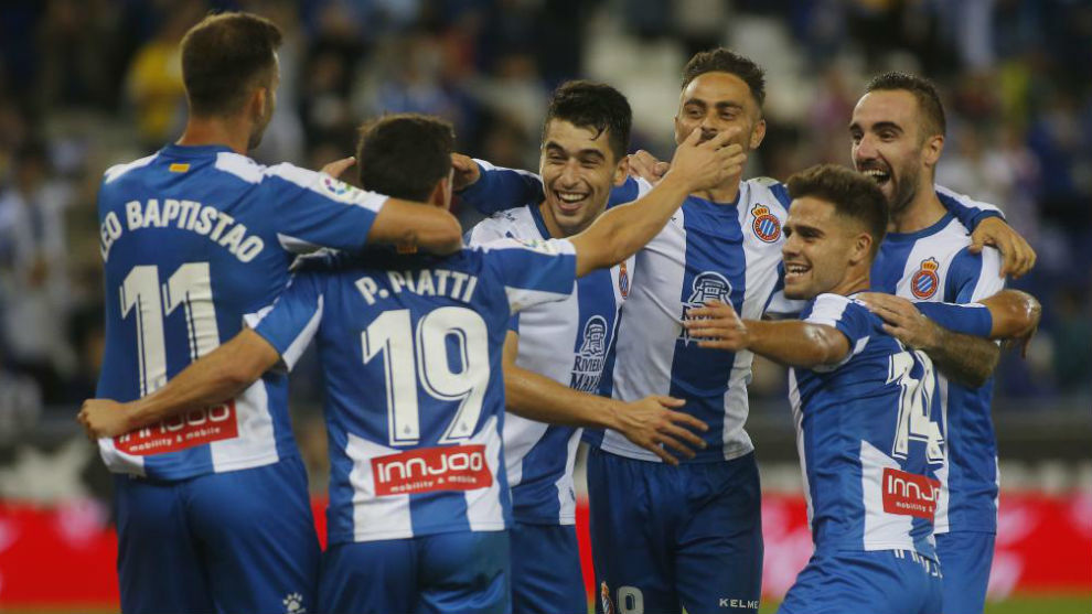 Los jugadores del Espanyol celebran un gol.