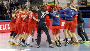 La plantilla del Meshkov celebrando un triunfo en la Champions League...