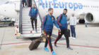 Ramos y Albiol, a la llegada de la selección desde Cardiff.