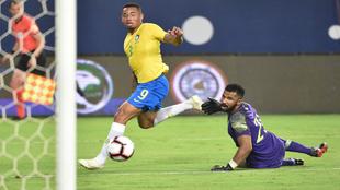 Gabriel Jesus bate al meta saudí y marca el primer gol de Brasil
