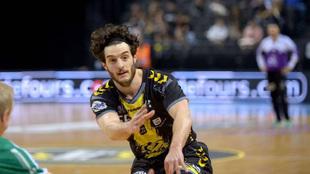 Niko Mindegia durante un partido con el Chambéry