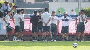 La selección mexicana tiene su entrenamiento previo al partido ante...