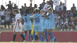 Jugadoras del Atlético Femenino celebran un gol ante el Sevilla.