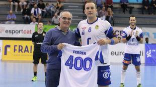 El jugador del Granollers, Álvaro Ferrer, es homenajeado por su 400...