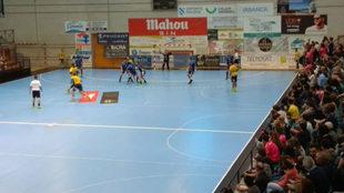 Un momento del partido entre el Cangas y el Bidasoa