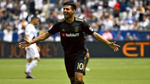 Carlos Vela celebra un gol con LAFC