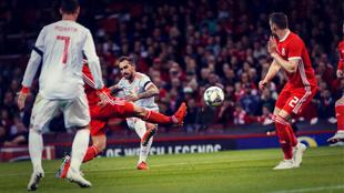 Alcácer regresó a la Selección por la puerta grande, con dos goles...