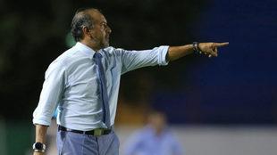 Raúl dirige al Atlante en un partido del Ascenso MX.