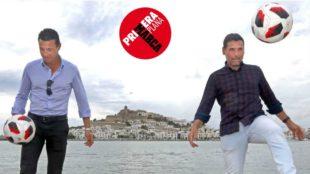 Amadeo Salvo y Andrés Palop, tocando sendos balones con la ciudad y...