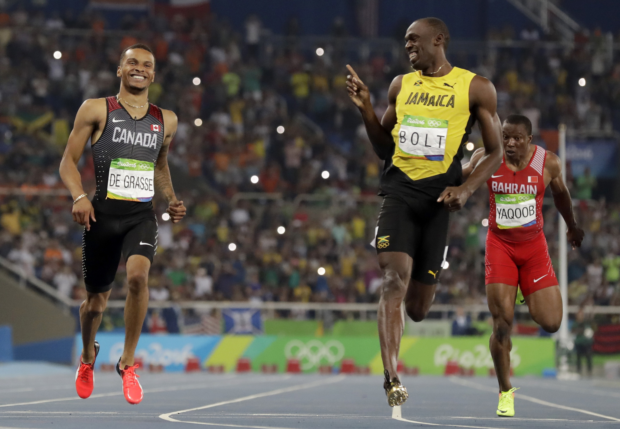 Andre de Grasse y Usain Bolt en las semifinales de los 200m de Río...
