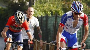Thibaut Pinot ataca a Vinenzo Nibali en el Civiglio
