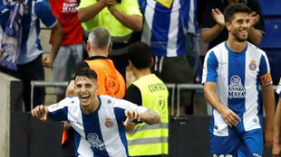 Mario Hermoso y Dídac celebran un gol del central madrileño.