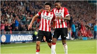 Gutiérrez, a la izquierda, celebrando un gol del PSV.