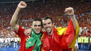 Juanito y Marchena celebran la Eurocopa de 2008.